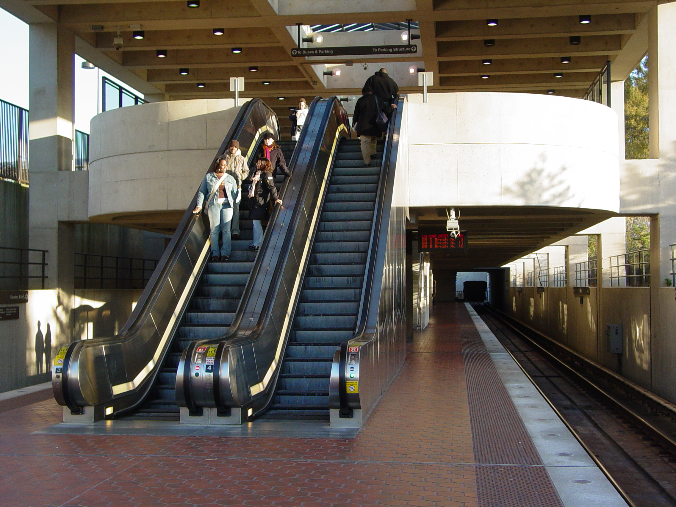 washington-metro-mezzanine